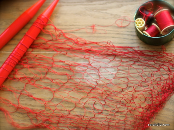thread knitting on needles